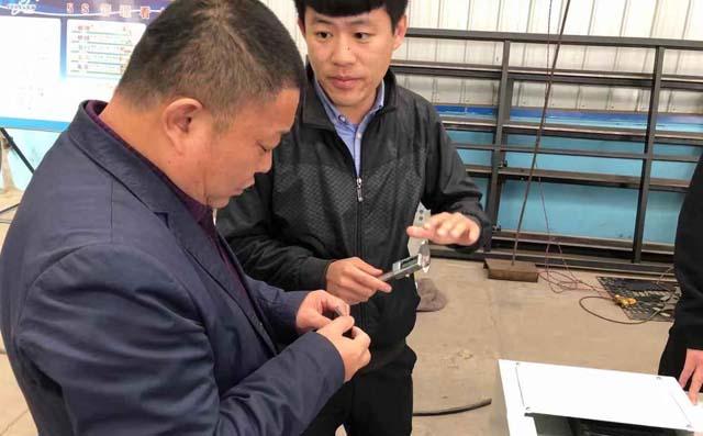 激光切割机厂家培训客户