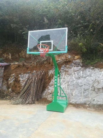 移动凹箱篮球架