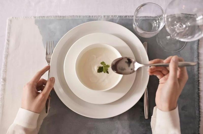 西餐礼仪勺子的使用