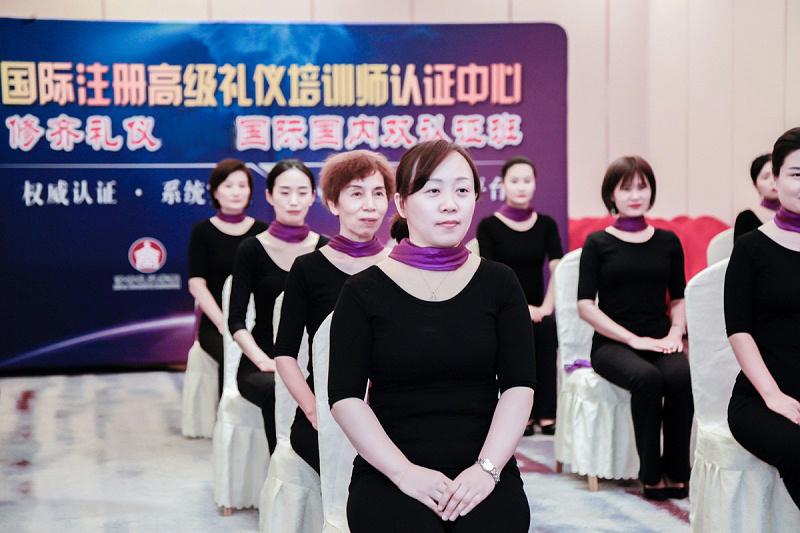 修齐礼仪学院高级礼仪培训师认证班之形体梳理形体礼仪课
