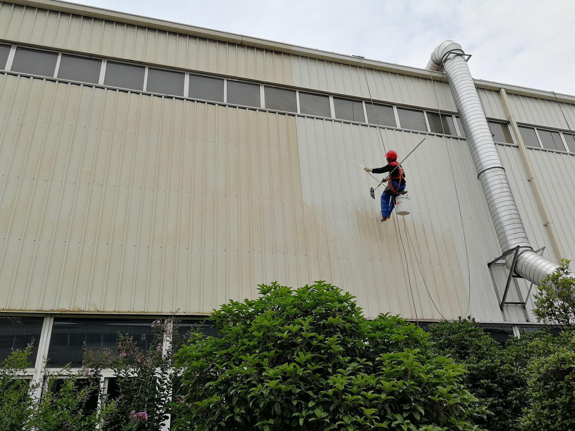 徐工道路工厂外墙清洗