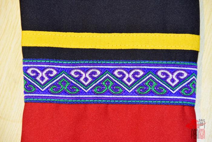 彝族民族校服2