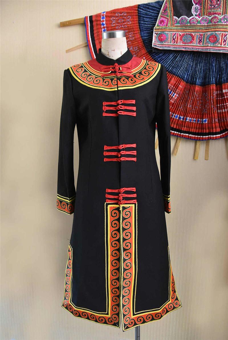 彝族教师服