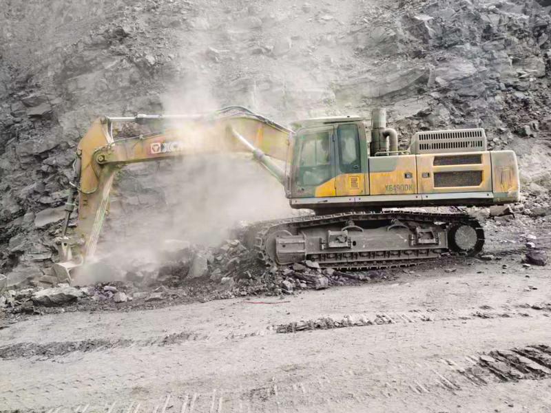 徐工XE490DK挖掘机采矿现场施工