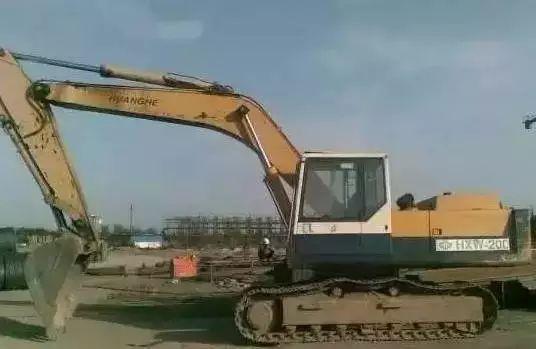 型号HXW200A的黄河挖掘机
