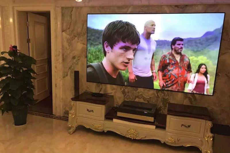 激光电视的硬屏和软幕的区别是什么