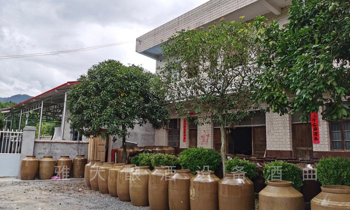 刘总2000平米的酒厂