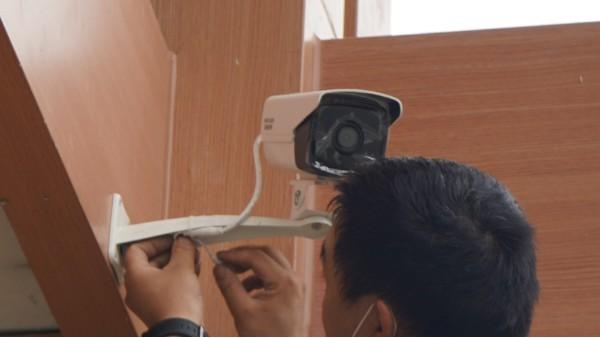 弱电工程防爆摄像机分类——欣荣泰工人施工现场