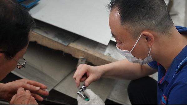 新风系统可解决哪些问题——欣荣泰工人施工现场