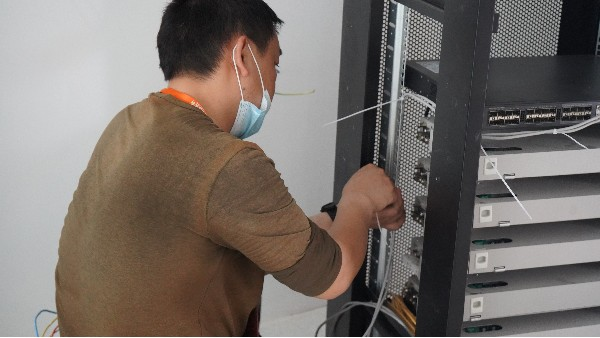 什么是电子巡更系统——欣荣泰工人施工现场