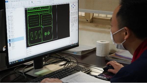 如何学习弱电系统设计——欣荣泰工人施工现场
