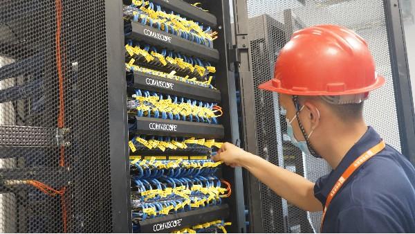 弱电系统设计存在哪些误区——欣荣泰工人施工现场