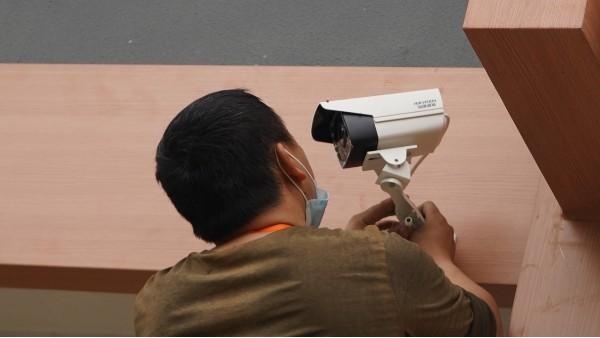 安装远程监控的必要性——欣荣泰工人施工现场