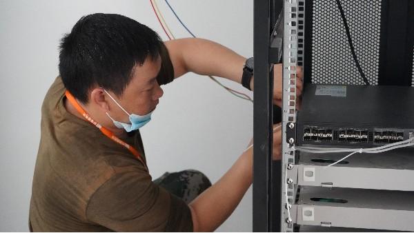 高端小区智能化弱电系统如何设计——欣荣泰工人施工现场