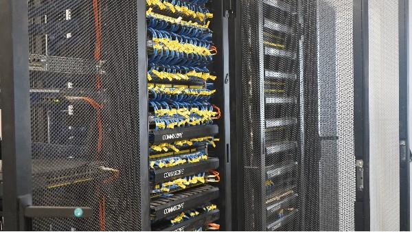 弱电机房工程UPS电池更换及保养方法——欣荣泰施工现场