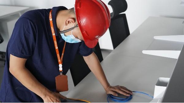 机房动力环境监控系统可以实现什么——欣荣泰工人施工现场
