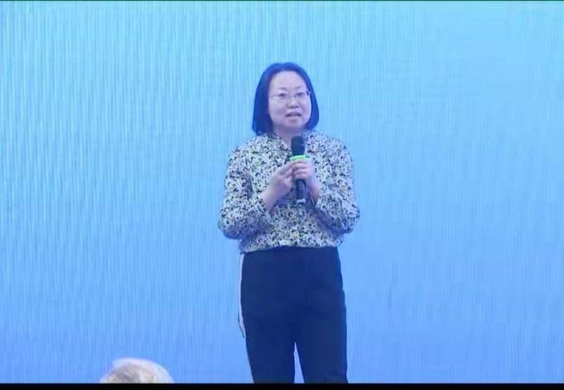 泓宝科技总裁办主任赵一峰女士作《绿农优选助推现代农业绿色发展》主题分享
